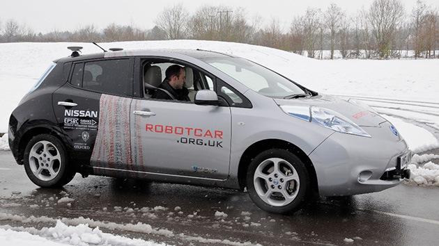 Científicos británicos muestran un automóvil que se conduce solo