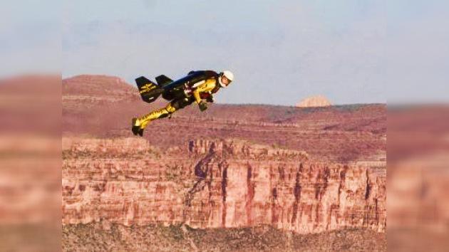 """""""Hombre cohete""""sobrevoló el Gran Cañón"""