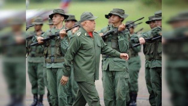 Chávez anuncia que Venezuela pronto recibirá más armas y equipo militar ruso