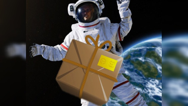 Los tripulantes espaciales reciben sus raciones al segundo intento