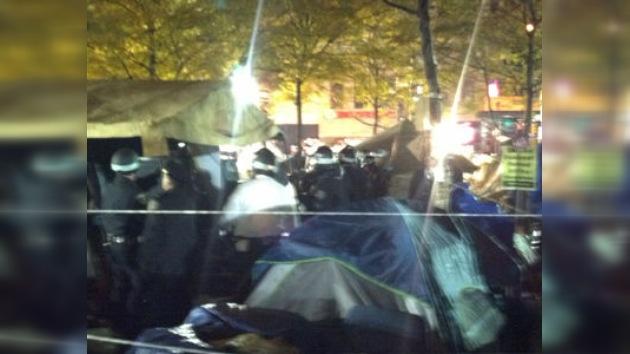 Represión en Nueva York: la policía desaloja a los 'indignados'