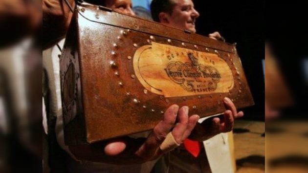 Una botella de champaña de unos 200 años es subastada en Finlandia por 30.000 euros