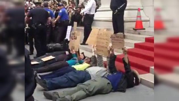 Video: arresto de manifestantes acostados que ´ocuparon´ Wall Street