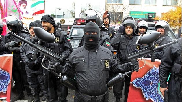 Milicias Basidj entran en Teherán para evitar disturbios