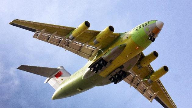 China prueba su primer avión de transporte pesado
