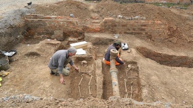 Fotos: Cementerio romano, encontrado bajo un aparcamiento en el Reino Unido