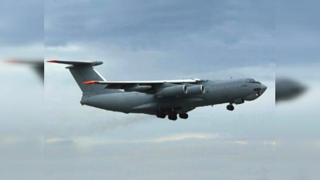 9 muertos al estrellarse un avión de carga en las montañas de Afganistán
