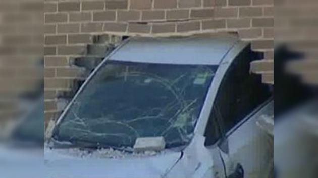 Un coche atraviesa la pared de una escuela en Australia