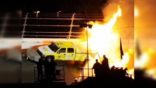 Juan Pablo Montoya se accidenta en la primera carrera de la NASCAR
