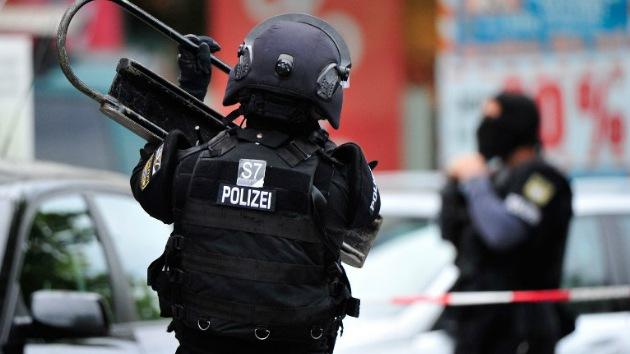 Alemania: Un hombre toma al menos diez rehenes en un restaurante