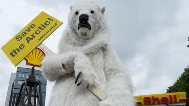 VIDEO: 'Osos polares' bloquean una oficina de Shell en Francia