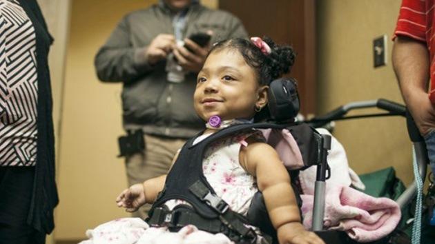 La medicina experimental devuelve la esperanza a una niña 'sin huesos' en EE.UU.