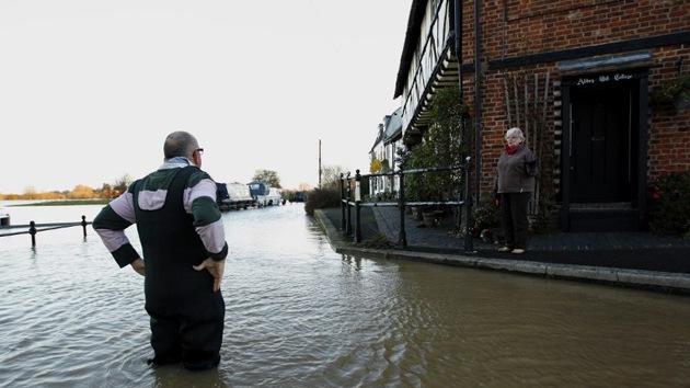 Las inundaciones causan al menos 4 muertes en el Reino Unido