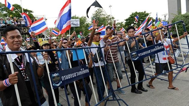 Un millar de manifestantes irrumpe en el Cuartel General del Ejército en Tailandia