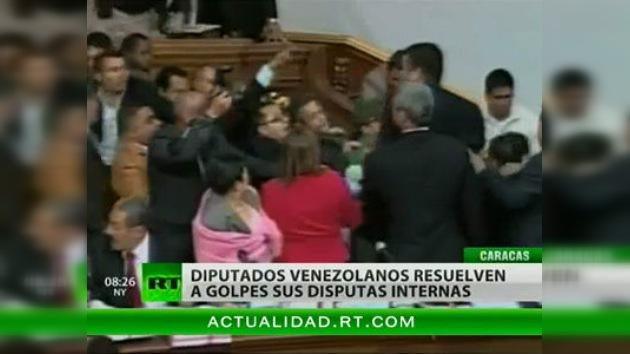Los diputados venezolanos resuelven sus discrepancias a puñetazos