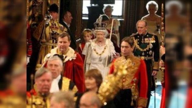 Isabel II inaugura con su discurso el Parlamento británico