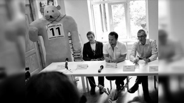 Un oso de espuma será candidato a primer ministro en Letonia