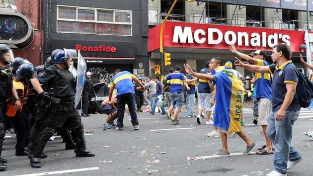 Video: Graves disturbios en la celebración del Día del Hincha del Boca Juniors en Argentina