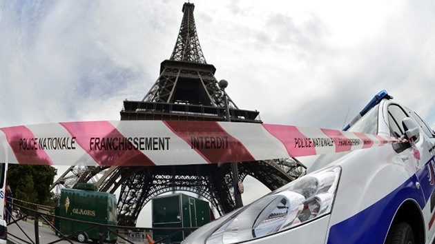 Francia: Evacuan la Torre Eiffel tras una amenaza telefónica