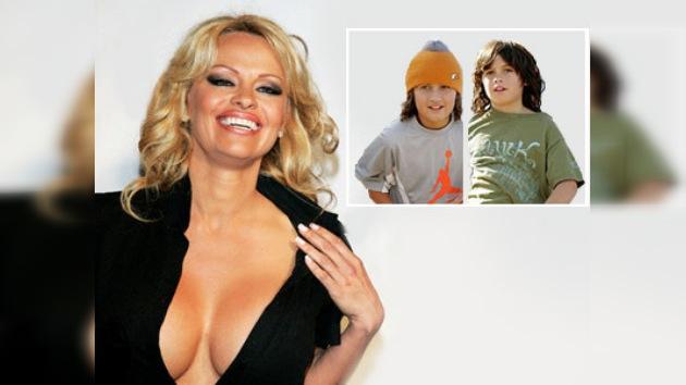 Pamela Anderson confiesa que sus hijos reciben burlas por sus fotos desnuda