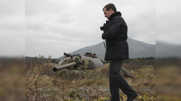 Contra viento y polémicas: la visita de Dmitri Medvédev a las islas Kuriles