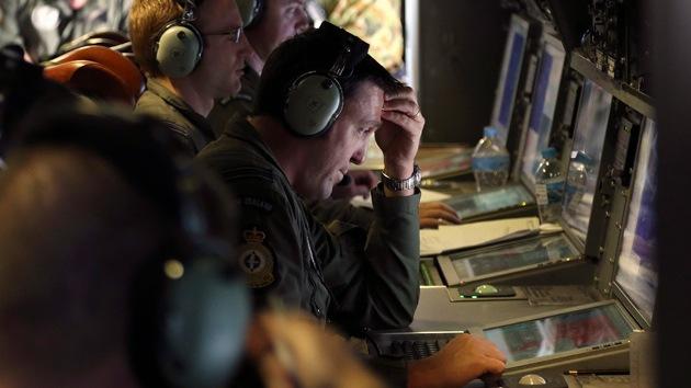 Un buque chino que busca el avión desaparecido detecta señal de pulsos