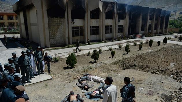 Asesinan a un gobernador provincial en un atentado en una mezquita afgana