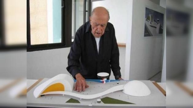 Óscar Niemeyer se encuentra estable y recibirá el alta médica este viernes