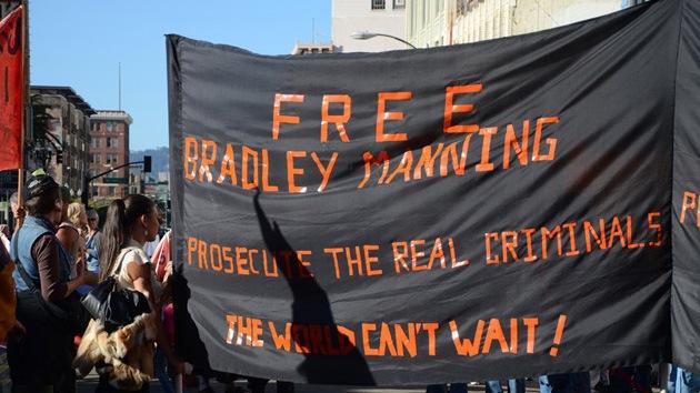 Video: Partidarios de Bradley Manning ocupan oficinas electorales de Obama
