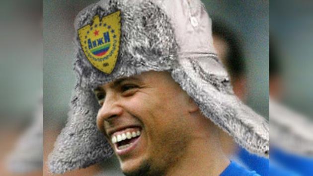 Ronaldo anuncia su regreso al fútbol profesional con el Anzhí de Majachkalá