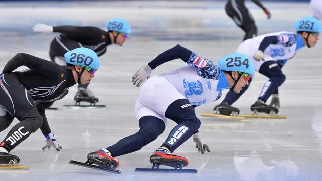 Rusia gana el oro en los 5.000 metros de persecución por equipos de patinaje