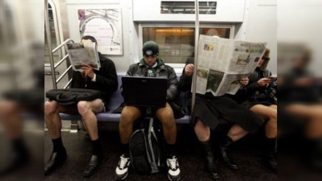 """Paseo sin pantalones en el metro en nuevo """"flashmob"""" en México"""