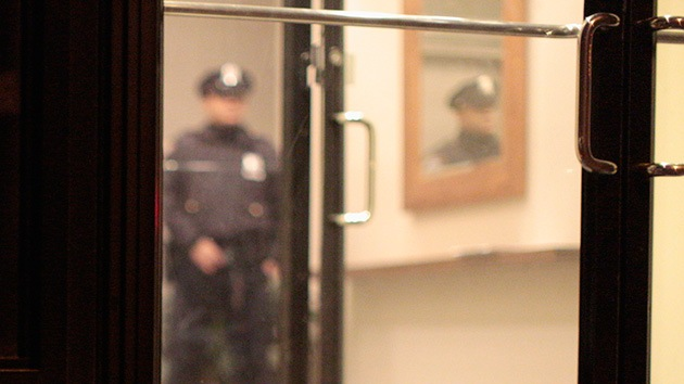 Otro policía acusado de violar a una mujer que llamó al 911 en EE.UU.