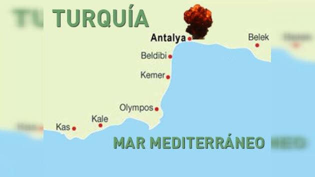 Al menos dos muertos en una explosión en el puerto de Antalya, Turquía