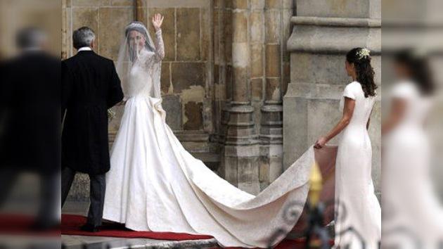 El premio por haber diseñado un vestido real: la fama
