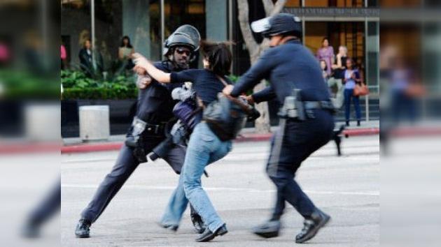California saca la porra contra los estudiantes