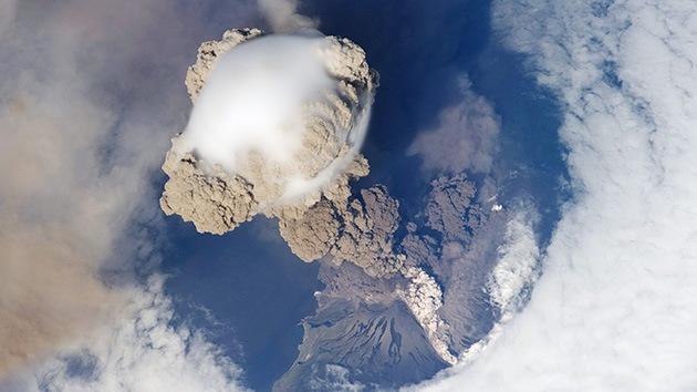 Fotos: La erupción de cuatro volcanes en los confines de Rusia amenaza a los aviones