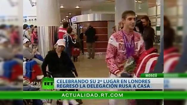 Celebrando el 2º lugar en los Juegos Paralímpicos regresó a Moscú la delegación rusa