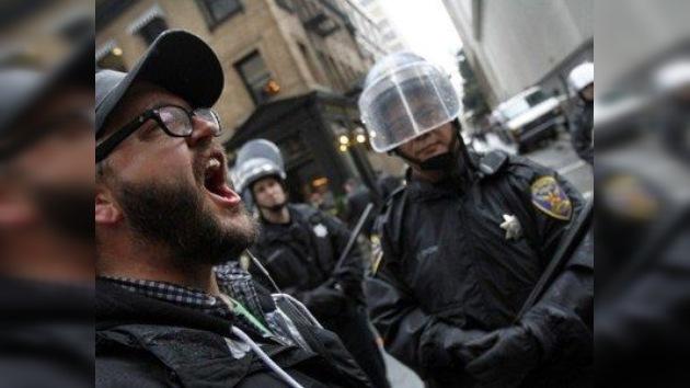 Occupy Oakland  se enfrenta a la Policía en el Día de Mudanza