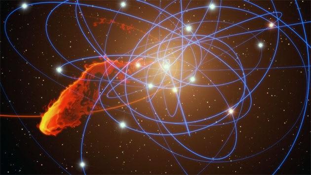 Tiempo real: Un agujero negro a punto de tragarse una nube de gas