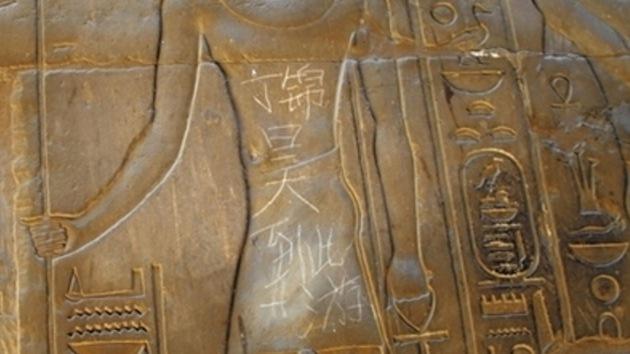 Un turista chino 'se inmortalizó' en el templo egipcio de Luxor