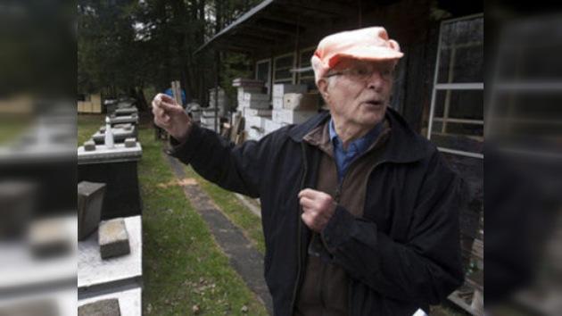 Un apicultor de 91 años exiliado en Canadá, en el punto de mira de los caza-nazis