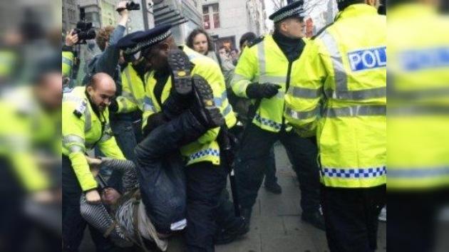 Policías londinenses blancos se querellan por discriminación racial