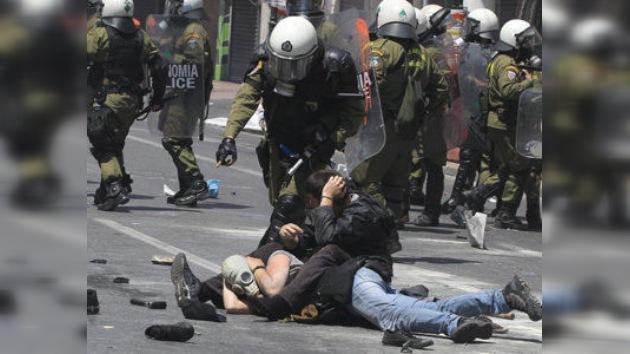 La capital de Grecia está paralizada por fuertes protestas y una huelga general masiva