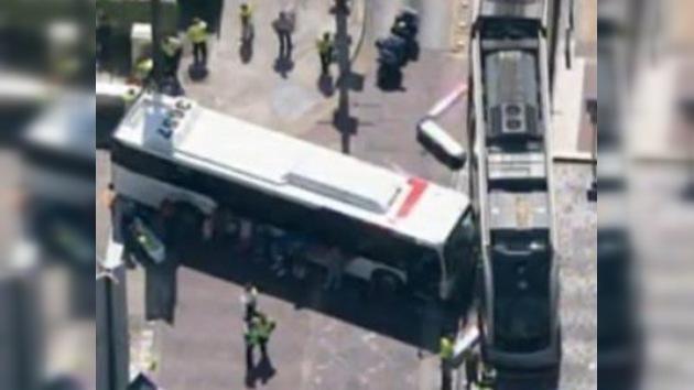 Un choque de un tren y un autobús de pasajeros en Houston deja 19 heridos