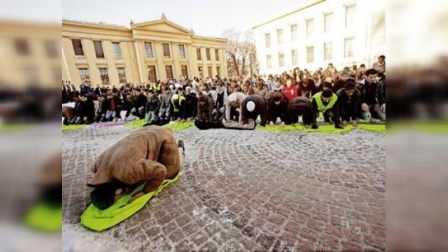 Protestas en Oslo contra la revista que publicó unas caricaturas de Mahoma