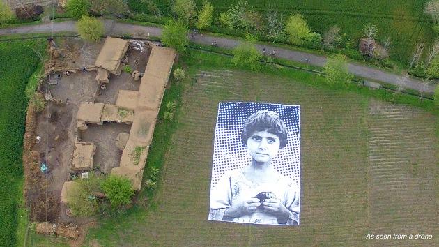 Un retrato gigante recuerda que las víctimas de los drones en Pakistán no son insectos