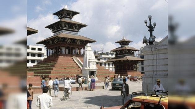 El primer ministro de Nepal accede a abandonar su cargo
