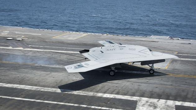 EE.UU. prueba dos 'drones' simultáneamente en un portaaviones