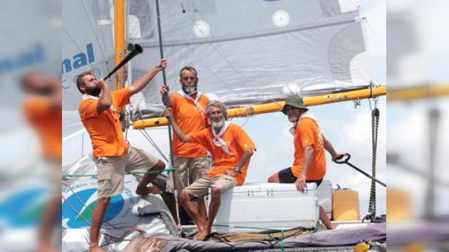 Regresan a Rusia los aventureros rusos que cruzaron dos océanos en un trimarán